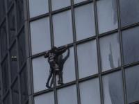 """Motivul pentru care """"Spidermanul francez"""" a escaladat o clădire de birouri din Paris"""