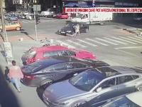 Momentul în care o tânără este lovită în timp ce mergea cu trotineta electrică. VIDEO