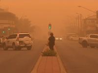 Scene de groază în Australia. Un oraș întreg, înghițit de o furtună de praf portocaliu