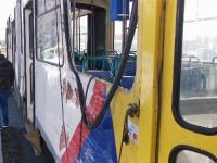 Un tramvai cu zeci de călători a fost izbit de o basculantă, la Ploiești