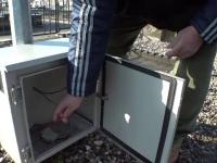 Toți acumulatorii instalațiilor de iluminat din cimitirele din Arad, furați de hoți