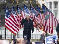 Donald Trump i-a graţiat pe fostul său consilier Steve Bannon şi pe rapperii Lil Wayne şi Kodak Black