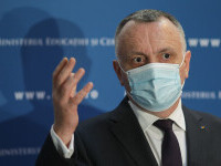Sorin Cîmpeanu, despre vaccinarea copiilor: Dacă vor fi recomandate acestei categorii, se va lucra la o strategie
