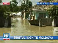 Siretul înghite Moldova. Sute de locuitori evacuaţi