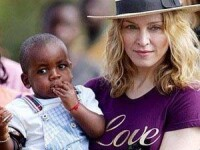 Madonna si-a dus fiica adoptiva la Paris!