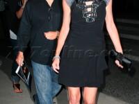 Sharon Stone, sexy la plimbare!