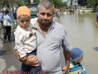 Moldova sub amenintarea Prutului. Apa a rupt poduri si sosele in Ucraina