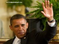 Barack Obama, cat pe ce sa fie lovit in cap cu o carte!
