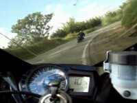 A filmat ultima manevra gresita din viata unui motociclist. Vezi VIDEO!