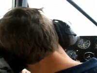 Cea mai proasta gluma a momentului: un pilot se preface ca lesina! VIDEO