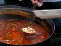 Ziua Nationala a gurmanzilor: 1.500 de portii de fasole cu ciolan, servite la Caransebes