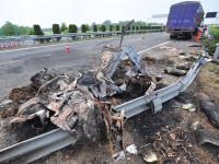 Un sofer sinucigas a lovit un autocar cu 46 de persoane la bord