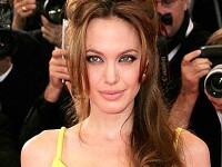 Angelina Jolie a facut declaratii socante in noul numar Vanity Fair. Nu se casatoreste cu Brad Pitt