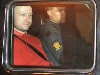 B. Breivik credea ca va fi ucis in timpul transferului spre tribunal.