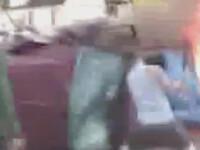 4 oameni, blocati intr-o masina in flacari.