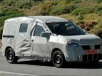Viitorul model Dacia monovolum a fost suprins pe un drum din Romania
