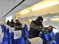 Doi barbati care intentionau sa deturneze un avion in China au fost omorati in bataie de pasageri