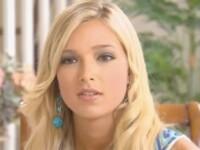 Reportaj CNN: E una dintre cele mai frumoase femei din America, dar stie asta din povestile altora