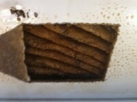 Descoperirea socanta facuta de un cuplu in tavanul casei. Ce au vazut dupa ce s-au uitat mai atent