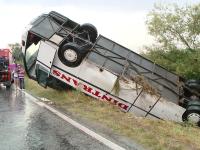 Autocar cu romani, rasturnat in Franta. Un bebelus a murit, 3 persoane sunt in stare critica. VIDEO