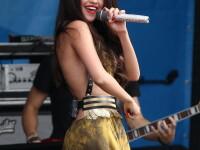 Selena Gomez, moment stanjenitor pe scena. Ce le-a arata fara sa vrea fanilor. FOTO