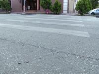 Un sofer a lovit o tanara pe trecerea de pietoni si a fugit. Politistii sunt pe urmele lui