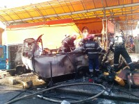 Incendiu si pericol de explozie in Piata Catedralei din Arad. O rulota a fost mistuita