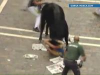 Cum au scapat din coarnele taurului un american si doi spanioli in festivalul de la Pamplona