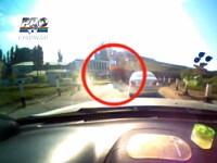 El este cel mai norocos moldovean. Barbatul fost la un pas sa fie spulberat de un tren. VIDEO