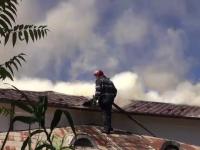 Trei oameni raniti dupa un incendiu care a cuprins patru case, in Galati. De la ce au pornit flacarile