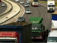 Trei ani nu mai are voie sa conduca. Un britanic mergea cu 240 de km/h, avand in masina patru copii
