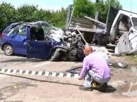 Accident mortal la Suceava. Mama a doua fetite a murit, iar copilele si alte doua persoane au ajuns la spital