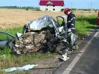 Un sofer de 32 de ani a murit, dupa ce a intrat intr-o depasire periculoasa. Motorul masinii