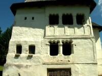 Cula olteneasca transformata dintr-o ruina intr-un conac de poveste. Lupta familiei Vasilescu pentru a-i reda stralucirea
