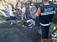 VIDEO. Autoritatile ucrainene au descoperit la Slaviansk prima groapa comuna cu victime ale rebelilor pro-rusi