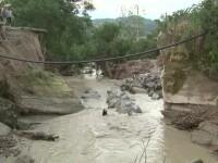 3 localitati din judetul Valcea au ramas izolate din cauza apelor. O viitura a fost atat de puternica incat a distrus un POD