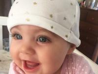 La nici macar un an, o fetita din Australia cucereste internetul. Pentru ce este faimoasa simpatica micuta cu ochi albastri