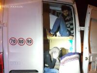 Doi romani sunt acuzati ca au lasat 100 de imigranti inchisi intr-un camion supraincalzit.