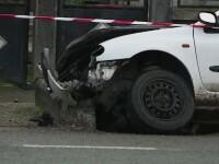 Patru persoane au fost grav ranite, dupa ce un sofer de 30 de ani a pierdut controlul volanului din cauza vitezei