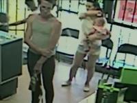 Momentul in care un individ incearca sa rapeasca o fetita de 4 ani dintr-un magazin. Cum a fost salvata micuta