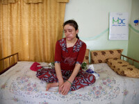Sclavele sexuale ale ISIS: fete de 12 ani rapite, torturate si violate. Cum isi impart