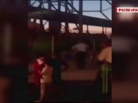 Un baietel a ramas blocat in carusel, intr-un parc de distractii din Capitala. Pompierii au intervenit si l-au dat jos