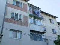 Scene de cosmar in Iasi, dupa ce un baietel de 2 ani a cazut de la fereastra. Ce risca mama copilului