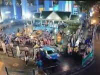 O masina a intrat in plin intr-o multime de oameni, ranind 6 persoane. Motivul pentru care soferul nu a oprit la timp. VIDEO