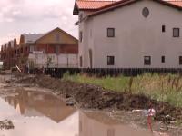 Locuinte vandute inainte ca dezvoltatorii sa faca sistem de canalizare. Cum arata cartierele rezidentiale dupa ploile de luni