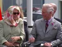Printul Charles si sotia lui, amuzati de o traditie a eschimosilor. Cei doi au izbucnit in ras