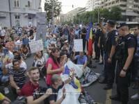 Protest impotriva coruptiei in Capitala. Cateva sute de oameni au plecat in mars de la Guvern spre DNA. VIDEO