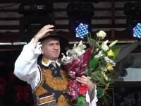 Cristian Pomohaci este, de vineri, doar cantaret de muzica populara. Fostul preot a fost caterisit
