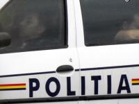 Echipaj de politie din Craiova, fotografiat cand tragea un pui de somn in masina. Ce spun superiorii agentilor