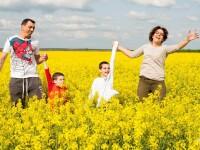 O mama cu doi copii suferind de autism se lupta cu Fiscul. Banii din 2%, redirectionati in conturile altui ONG